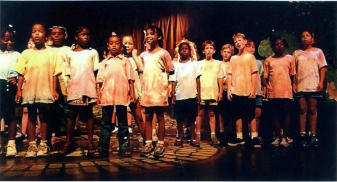 Autumn (left) in Follow the Yellow Brick Road (2001).
